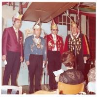 Narrenkonzerte im Barbarossa: Die Begrüßungsnummer der Vereinigten Narrengesellschaften. Der Vertreter der Schneckenburg war Dieter Stöß.