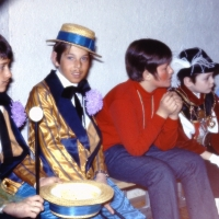 50 Jahre Schneckenburg: Hinter der Bühne warteten bereits die Kleinsten auf Ihren Auftritt.
