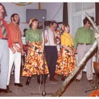 Eröffnung der Fasnachtssaison: Die Gesangsnummer der Schneckenburg diesmal als Zigeuner. Mit dabei waren W. Schaer, G. Vogt, S. Greis, K. Hofmeier, D. und W. Stöß und W. Theuerjahr.