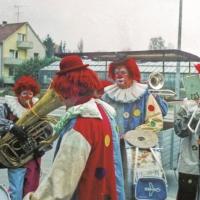 Rosenmontag: Werner Mutter, Paul Bischoff und Herbert May an den Trommeln. Im Hintergrund Armin Scheer.