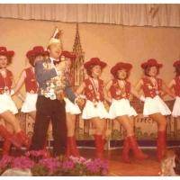 Narrenkonzerte im Konzil: Die Schneckenburg-Garde während einer Gesangseinlage der Kamelia.