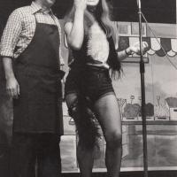 Narrenkonzerte im Konzil: Die Gesangsnummer der Schneckenburg ( Wolfgang Theuerjahr und Mary Deutinger) auf dem Wochenmarkt.
