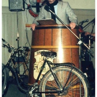 Fasnachtseröffnung im Ziegelhof: Rudi Deutinger als mürrischer Radfahrer in der Bütt.