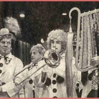 Frühschoppen-Konzert im Konzil: Die Clowngruppe beim Auftritt.