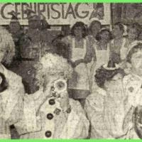 100 Jahre Giraffen: Die Clowngruppe während Ihrem Auftritt.