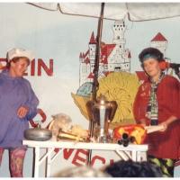11.11. in der Handwerkskammer: Elfriede Bischoff und Helga Matheis auf dem Flohmarkt.