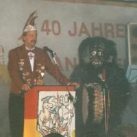 11.11. in der Handwerkskammer: Dirk Mutter stellt die neue Maske der Schneckenburg vor.