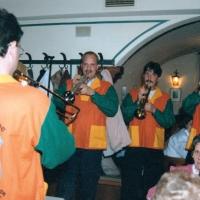 Die Clowngruppe spielte beim runden Geburtstag von Marie Benz  im Restaurant Wallgut.