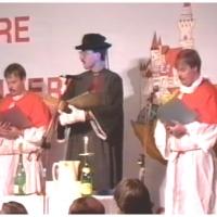 11.11. in der Handwerkskammer: Nach bestandenem Test wurde Arno Röck vom Schneckenburg-Pfarrer Jürgen Stöß und seinen Ministranten Uwe und Norbert Fiedler getauft.