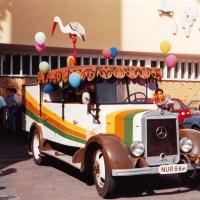 Das Clownauto als Hochzeitskutsche für Beate und Bruno Zachenbacher.