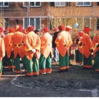 Rosenmontag: Die Clowngruppe im Hindenburgblock.