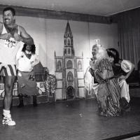 11.11. in der Linde: Märchenstunde mit dem Männerballett. Alle wollten die Prinzessin Ekki Moser haben.