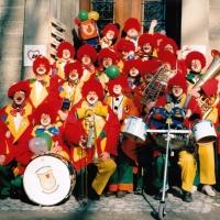 Rosenmontag: Die Clowngruppe nach dem Schminken.
