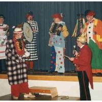 75 Jahre Schneckenburg: Die Clowngruppe stelle die Kostüme der letzten 50 Jahre vor.