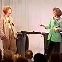 11.11. in der Linde: Mein Müll, Dein Müll. Sortiert von und mit Claudia Kraus und Silvia Moser.
