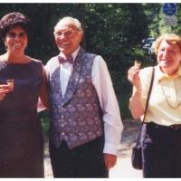 50 Jahre Elferrat: Der Präsident Alex Volz umrahmt von seiner Frau Claer und Elli Bischoff.