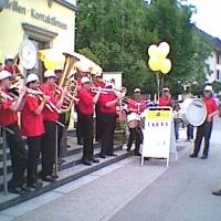 Die Clowngruppe bei einem Auftritt bei der Villa Optik in Amriswil.