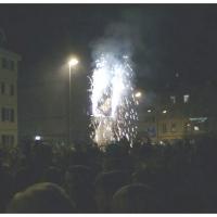 Verbrennung auf dem Stefanplatz: Zuerst brannte das Feuerwerk.