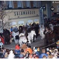 Butzenlauf in der Stadt. Der Schneeschreck auf der Bühne am Obermarkt.