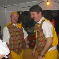Ordensverleihung mit Fasnachtsball: Das Team beim Bierausschank.