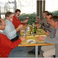 Die Clowngruppe in Straßbourg: Zuerst ein stärkendes Mittagessen.
