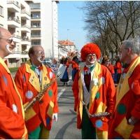 Die Clowngruppe in Straßbourg: Dann hieß es warten bis es los ging.