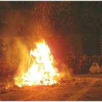 Fasnachtsverbrennung auf dem Stefanplatz: Die Puppe brannte.