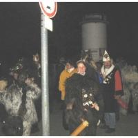 Narrenbaumstellen auf dem Gottmannplatz: Vorbereitung für den Umzug.
