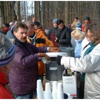 Narrenbaumholen in Hegne: Danach gab es wieder reichlich Tee mit Rum.