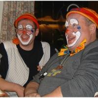 Rosenmontag war Clowntag: Zwischendurch legte man eine Essenspause in Überlingen am Ried ein.