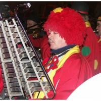 Verbrennung auf dem Stephansplatz: Die Clowngruppe spielte zum Abschluß.