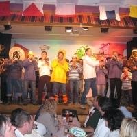 11.11. in der Linde: Die Clowngruppe der Schneckenburg unter der Leitung von Gerd Zachenbacher heizte erst Mal den Saal ein.