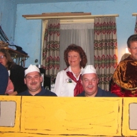 11.11. in der Linde: Neben der Bühne warteten die Akteure auf Ihren Einsatz.