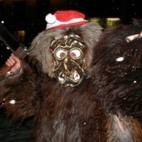 Umzug in Aichhalden: Der Schneeschreck als Weihnachsmann verkleidet.