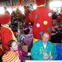 Rosenmontag: Die Clowngruppe beim Speckessen der Kamelia.