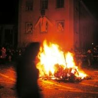 Verbrennung auf dem Stephansplatz: Bis ein häufchen Asche übrig blieb.