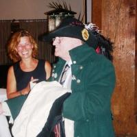 80. Geburtstag von Paul Bischoff: Er bekam vom Räuber ein komplettes Kostüm geschenkt und wurde zum Ehrenmitglied ernannt.