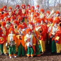 Rosenmontag: Die Clowngruppe beim Gruppenbild im Hindenburgblock.