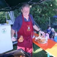 Schneckenbürgler Sommerfest: Grillmeister Bernd stand schon Grill parat.