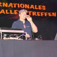 Männerballett-Treffen vom Schneeschreck: DJ Röcki füllte die Pausen mit heißer Musik.
