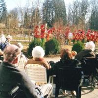Rosenmontag: Die Clowngruppe beim Besuch in der Rosenau.