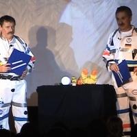 11.11. in der Linde: Die Zeitreisenden Heinz Auer und Ekki Moser führten durch das Programm.