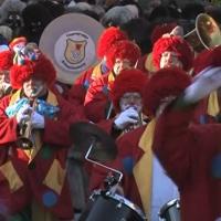 Umzug am Fasnachtssonntag: Die Clowngruppe spielte auf.