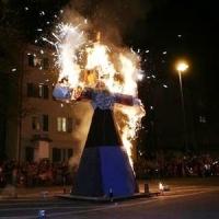 Verbrennung auf dem Stefansplatz: Bis die Puppe langsam Feuer fing.