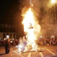 Verbrennung auf dem Stefansplatz: Die Puppe brannte ab.