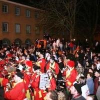 Verbrennung auf dem Stefansplatz: Dazu spielte die Clowngruppe unter der Leitung von Gerd Zachenbacher.