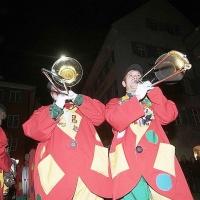 Verbrennung auf dem Stefansplatz: Die Clowngruppe der Schneckenburg in Aktion.