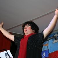 """11.11. in der Linde: """"Der Besuch aus Frankreich"""" Robert Welti sang sich als Mireille Mathieu in die Herzen der Zuschauer."""