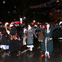 Allensbacher Nachtumzug: Die Räuber führten die Gruppen der Schneckenburg an.