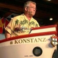 Frühschoppen im Konzil: Der Pensionär Gene Bruderhofer in der Bütt.